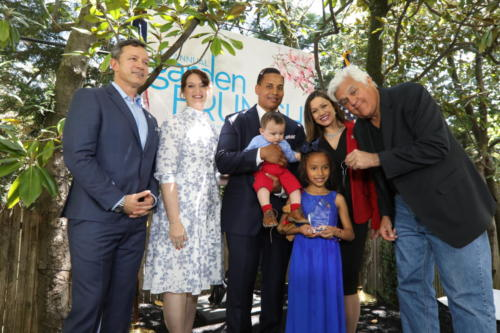 jay-leno-presents-the-keys-to-a-new-suv-to-angela-morales-biggs-and-family-with-jerry-quinn-and-andrea-dellinger 47722741091 o