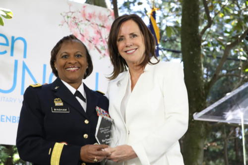 lt-gen-gwen-bingham-receives-the-be-fearless-award-from-jean-case 40756363143 o